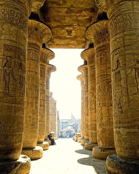 Hypostyle hall of the memorial temple of Ramesses II n Luxor, Egypt